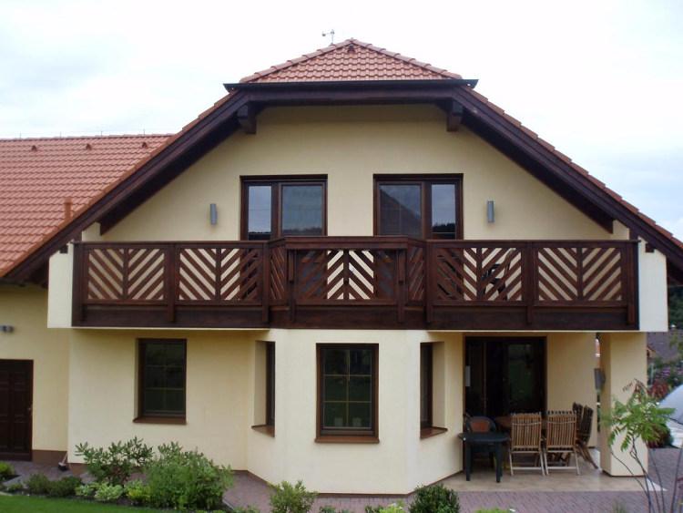 dřevěný balkón